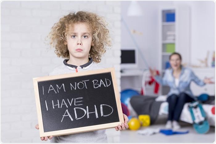 برخی از نشانه های بیش فعالی در کودکان شامل پرتحرکی، کمبود توجه و تمرکز، بروز اعمال ناگهانی و غیرقابل پیش بینی می شود.