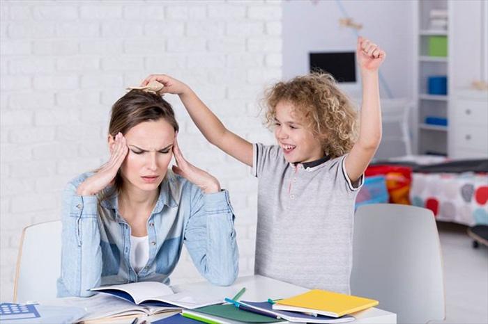 برای درمان اختلال کم توجهی یا بیش فعالی (ADHD) معمولا استفاده از دارو و رفتار درمانی پیشنهاد میشود.