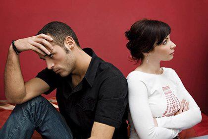 دلزدگی زناشویی در اثر عوامل مختلفی رخ میدهد و در آن زوجین نسبت به یکدیگر سرد و بیتفاوت میشوند