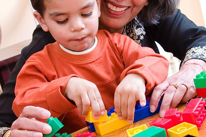 بازی درمانی میتواند یک روش درمانی مناسب برای اختلالات یادگیری کودکان باشد.