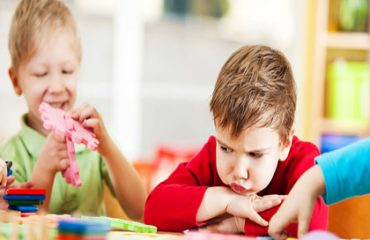 خود ارضایی در کودکان باید توسط والدین جدی گرفته شود.