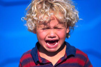 جیغ زذن کودک امری شایع در میان کودکان است.