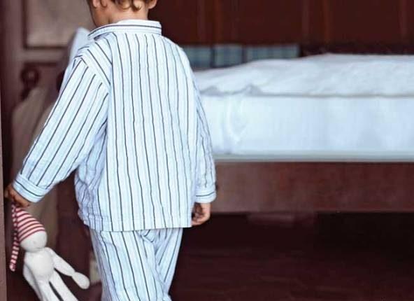 ختلال خواب گردی زمانی رخ می دهد که فرد در حین خواب فرد شروع به راه رفتن، غذا خوردن و یا حتی صحبت کردن می کند