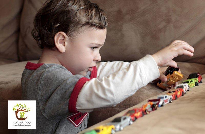وسواس عملی در کودکان با نظم دقیق و تقارن اشیا همراه است.