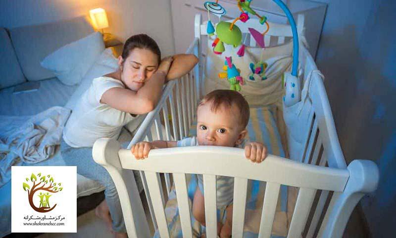 بیخوابی نوزادان در نظام کلی خانواده خلل ایجاد میکند.
