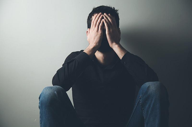 ارزیابی کسانی که در معرض خطر خودکشی قرار دارند توسط مشاور و روانشناس انجام می گیرد.